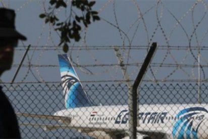 El secuestrador del avión de EgyptAir pide que le lleven a su exmujer para hablar con ella
