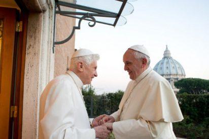 Francisco visitó a Benedicto XVI para felicitarle la Pascua