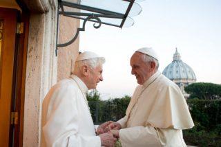 """Ratzinger apoya a Francisco: """"Es la misericordia lo que nos mueve hacia Dios, mientras que la justicia nos asusta ante ella"""""""