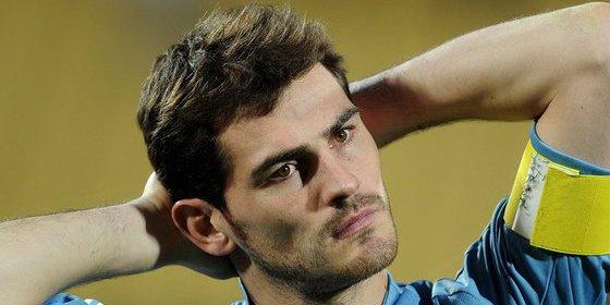 """Casillas replica en Twitter al periodista que escribió que no ha sabido """"retirarse a tiempo"""""""
