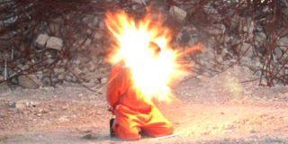 Así decapita el ISIS al enfermero con un collar explosivo por chivato