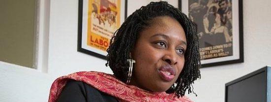 Confunden a esta diputada negra con una señora de la limpieza
