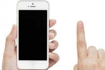 El niño se corta un dedo tras reñirle sus padres por usar mucho el móvil
