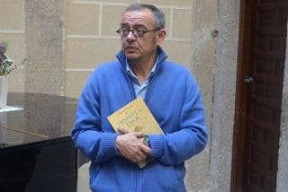 Transexual español recibido por el Papa cuenta su historia en un libro