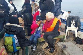 El padre Ángel pide un barco para acoger a los refugiados mientras arreglan su documentación
