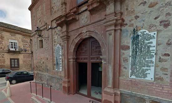 El Ayuntamiento de Herencia retira las placas a los caídos del convento de la Merced
