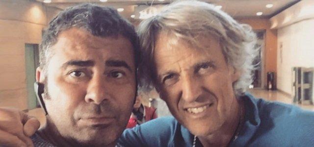 """Jorge Javier Vázquez y Jesús Calleja quedan """"cautivos"""" en el aeropuerto de París a su regreso de la Polinesia"""