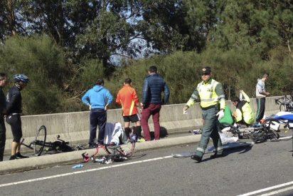 Un octogenario arrolla con el coche a 8 ciclistas, matando a dos de ellos