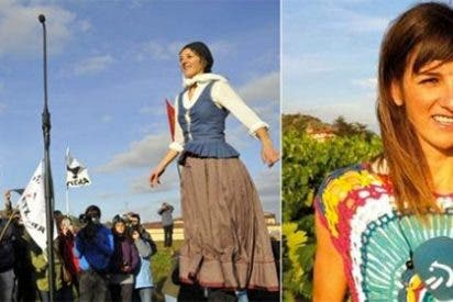 El patoso baile homenaje de una periodista de ETB al etarra Otegi