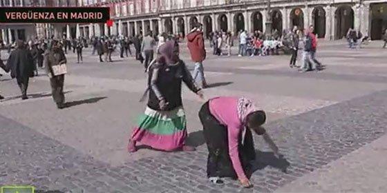 Hinchas del PSV humillan a unos mendigos en Madrid y Twitter se acuerda de Manolo Lama