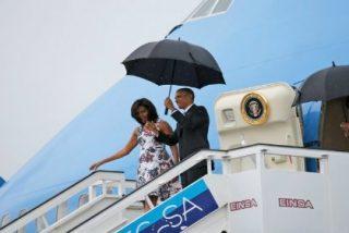 """Barack Obama aterriza con lluvia en La Habana para descongelar relaciones: """"¿Qué bolá Cuba?"""""""