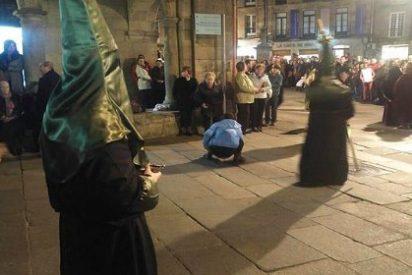 La 'feminazi' que mea en plena procesión de Santiago ante los indiferentes podemitas