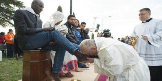 """El Papa tira con bala: """"Detrás del atentado de Bruselas están los fabricantes de armas, quieren sangre"""""""