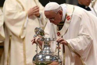 """El Papa pide a los curas, en la misa crismal, que sean """"ministros de misericordia y consolación"""""""