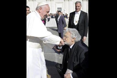 Plácido Domingo saludó al Papa Francisco