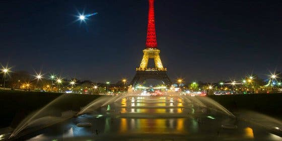 """La macabra encuesta del DAESH: """"¿Cuál será el color de la Torre Eiffel en los próximos ataques?"""""""