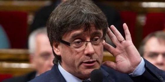 Puigdemont se adelanta a los gusanos para sacar provecho político de la muerte de Cruyff