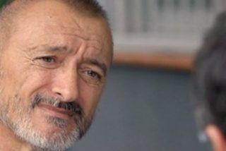 """Arturo Pérez-Reverte: """"Los yihadistas deben de estar acojonados por las florecitas, las velitas y nuestro enérgico 'todos somos Bruselas'"""""""