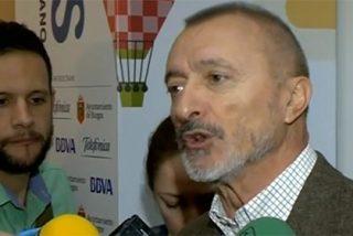 """Arturo Pérez-Reverte: """"Hay tuits míos que han sido titulares de prensa y eso me hace cortarme"""""""