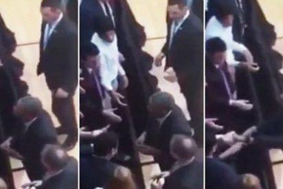 ¿Por qué se quitó el anillo Obama para saludar a los jóvenes argentinos?