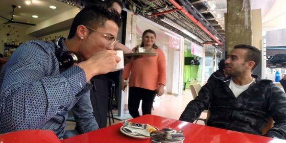 [VÍDEO] El desafío de Cristiano Ronaldo frente a una imposible taza de té