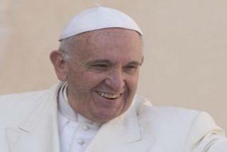 """El Papa clama que los refugiados """"sufren al aire libre, sin comida y sin poder entrar"""" en Europa"""