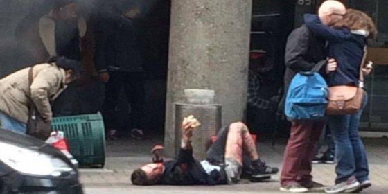 El enorme tornillo que casi le rompe el corazón a una víctima de los atentados