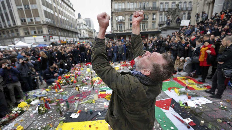 """José María Carrascal sobre la tibieza contra el yihadismo: """"En Europa estamos interpretando el silencio de los corderos"""""""