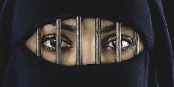 El vídeo prohibido grabado en pleno corazón de la tenebrosa capital del ISIS