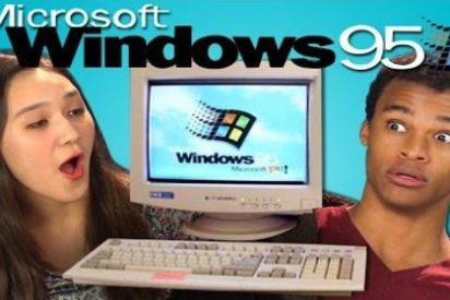 La reacción de estos adolescentes probando Windows 95 te hará sentir como un dinosaurio
