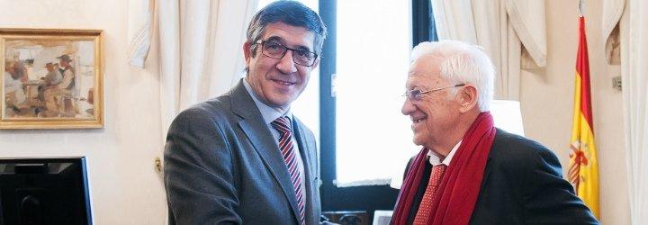 El presidente del Congreso de los Diputados recibe al padre Ángel