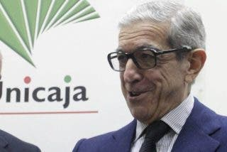 El juez acusa a Unicaja de pagar 1,13 millones a los chantajistas de Ausbanc para desimputar al presidente Medel