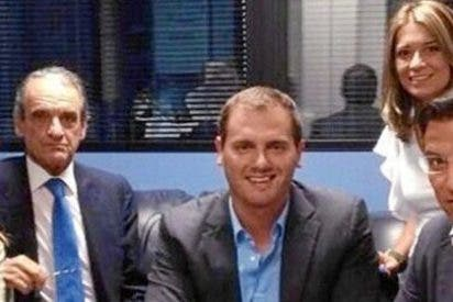 ¿Qué político y qué periodista faltan en esta fotografía de Mario Conde y Albert Rivera?