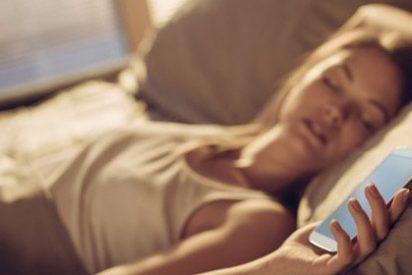 ¿Compartes la cama con tu teléfono móvil?