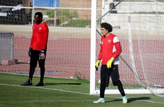El duelo entre Kameni y Ochoa por la portería del Málaga tiene un ganador
