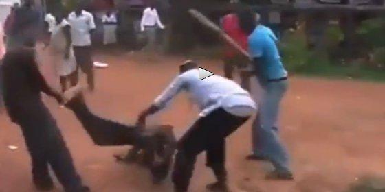 Así parte la turba los huesos a un gay por robar una camisa en Uganda