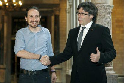 Puigdemont mete faltas de ortografía en la dedicatoria del libro que regaló a Pablo Iglesias