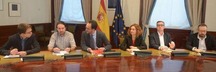 Podemos no renuncia a su referéndum independentista en Cataluña en sus 20 'cesiones' para camelar al PSOE