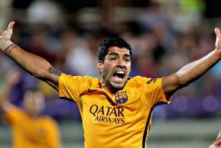 Luis Suárez marca cuatro goles ante un Deportivo muy 'blandito' y mantiene al Barça líder