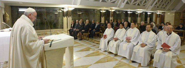 """Francisco aboga por una """"sinodalidad de la Iglesia"""" basada en """"reunirse, escucharse, discutir, rezar y decidir"""""""