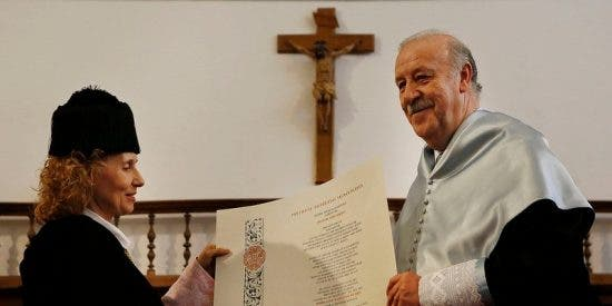 Vicente del Bosque, investido 'Doctor Honoris Causa' por la UPSA
