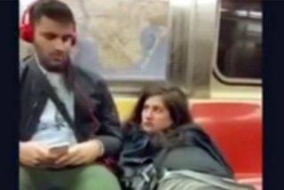 [VÍDEO] La joven se masturba en el metro y pide que le echen una mano