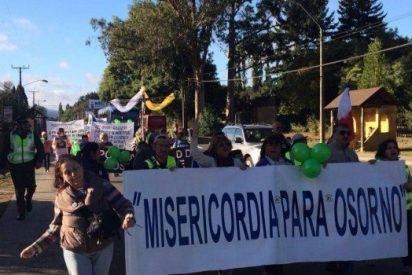 "Laicos de Osorno acusan a Juan Barros de ser ""un obispo encubridor"""