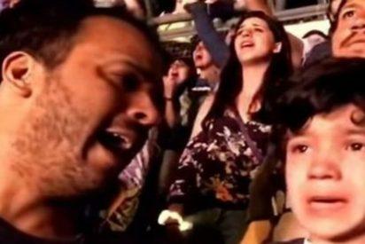El niño autista que se emociona al escuchar en directo su canción favorita de Coldplay
