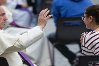 El Papa sale a la Plaza de San Pedro a confesar para celebrar el Jubileo de los Jóvenes