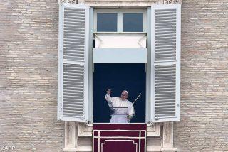 """El Papa recuerda a los refugiados en el Regina coeli: """"¡He visto tanto dolor!"""""""