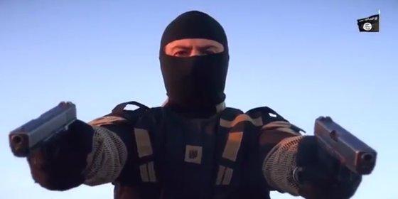 [VÍDEO] El verdugo fantasma del ISIS que dispara dos pistolas a la vez