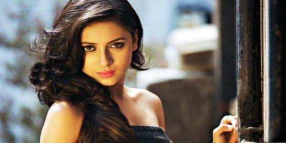 La estrella de Bollywood se ahorca en un ventilador vestida de novia