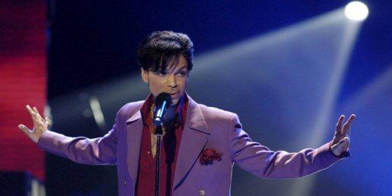 La última foto tomada a Prince rumbo a una farmacia poco antes de morir