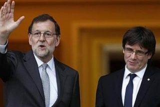 Mariano Rajoy recibe al independentista Carles Puigdemont con un ejemplar de 'El Quijote'